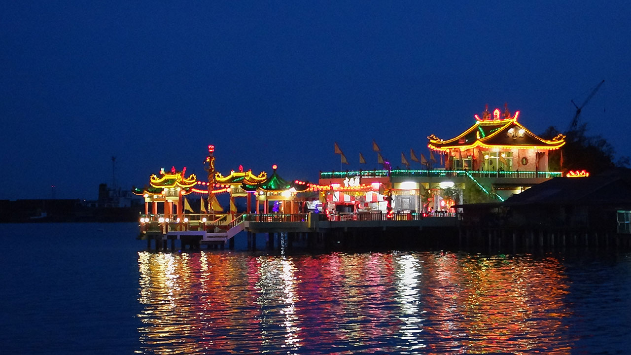 Checked out the Duishan Lee Jetty when all lit up at night